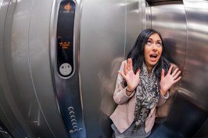 چگونه در هنگام سقوط آسانسور زنده بمانیم