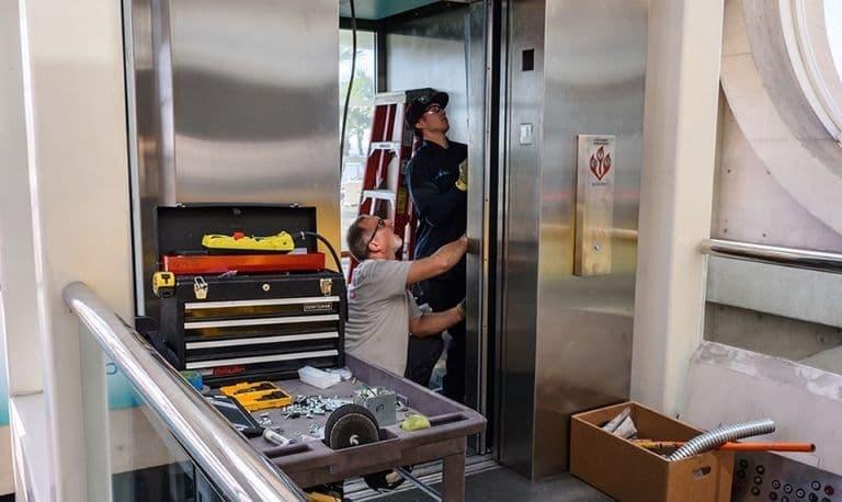 تعمیر آسانسور - هزینه سرویس و نگهداری آسانسور سال 1400 - نرخ نامه سرویس آسانسور ۱۴۰۰